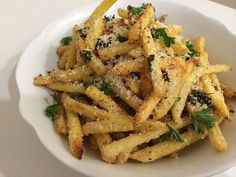Make These 3 Gourmet French Fry Recipes at Home Garlic Recipes, Wine Recipes, Cooking Recipes, Cooking Hacks, Budget Recipes, Veg Recipes, Delicious Recipes, French Fries At Home, Garlic Parmesan Fries