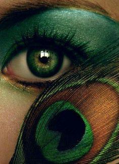 20 Peacock Feather Inspired Eye Make Up Designs Ideas Looks 2 20 + Peacock Feather Inspired Eye Make Up Designs, Ideas & Looks Pretty Eyes, Beautiful Eyes, Beautiful Artwork, Mardi Gras, Peacock Makeup, Eye Art, Eye Make Up, Shades Of Green, Makeup Inspiration