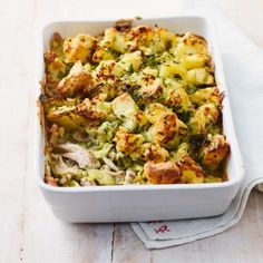 Who would say no to a comforting homemade pie? Using full-fat dairy provides a source of extra energy and vitamins in these chicken and leek pie recipe Chicken And Leek Recipes, Chicken And Leek Pie, Meat Recipes, Healthy Recipes, Leek And Potato Recipes, Chicken And Leek Casserole, Chicken Tray Bake Recipes, Crockpot Recipes, Cafe Recipes