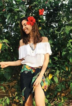 Super flowers photography ideas hippie 38+ Ideas #photography #flowers Stylish Girls Photos, Girl Photos, Plus Size Posing, Portrait Photography Poses, Photography Ideas, Photography Flowers, Photo Editing Vsco, Girls With Flowers, Foto Pose