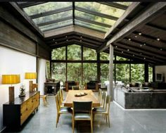Designed by architect Cliff May as his personal residence, the Experimental Ranch House is located in the Sullivan Canyon area of Los Angeles. Completed in the house is a unique example of the evolution of Ranch House design. Design Exterior, Interior Exterior, Modern Interior, Casas Containers, Deco Design, Design Trends, Design Ideas, Design Inspiration, Hall Design