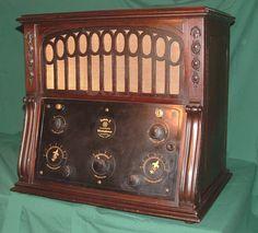 RCA Radiola X AR-816. Vintage Rock, Vintage Tv, Vintage Antiques, Vintage Items, Vintage Stuff, Old Stove, Pocket Radio, Vintage Television, Old Time Radio
