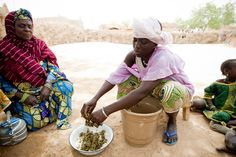 Binta feeds her family their daily meal in the severely #food crisis affected area of Dosso province in #Niger. Photo Credit: Richard Hanson/Tearfund