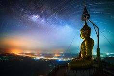 Buddha Statue at Wat Tham Sua (Tiger Cave), Krabi, Thailand Tibet, Milky Way Images, Clear Night Sky, Temple Thailand, Voyager Loin, Destinations, Our Planet Earth, Star Trails, Sky Full Of Stars