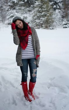 chunky grey sweater, jeans, red boots and accents - so cute!
