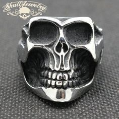 A Different Decision: Skull Wedding Rings Unusual Wedding Rings, Unusual Rings, Wedding Rings For Women, Rings For Men, Wedding Unique, Skull Wedding Ring, Skull Engagement Ring, Engagement Ring Settings, Crane
