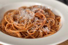 Titkos hozzávaló, ami új szintre emeli a paradicsomos spagettit: nagyon finom lesz tőle Gnocchi, Noodles, Spaghetti, Ethnic Recipes, Food, France, Macaroni Pasta, Noodle, Essen