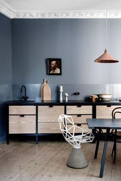 LADY supreme super blank over kjøkkeninnredning_skyggeblå Kitchen Set Up, Studio Kitchen, Kitchen Ideas, Apartment Kitchen, Kitchen Interior, Minimal Kitchen, Best Kitchen Designs, Custom Cabinetry, Trends