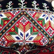 Bilderesultat for bringeduker til bunad Hardanger Embroidery, Beaded Embroidery, Going Out Of Business, My Heritage, Diy Hacks, Betta, Traditional Dresses, Cute Designs, Norway