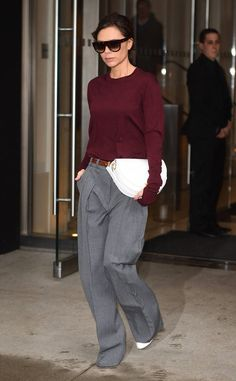 Victoria Beckham from The Big Picture: Today's Hot Photos Trendsetter! The fashion designer is soon looking chic in New York City. Fashion Line, Work Fashion, Fashion 2017, Trendy Fashion, Fashion Looks, Fashion Outfits, Womens Fashion, Fashion Design, Fashion Trends