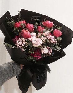 Boquette Flowers, Beautiful Bouquet Of Flowers, How To Wrap Flowers, Dried Flower Bouquet, Luxury Flowers, Bunch Of Flowers, Flower Bouquet Wedding, Beautiful Flowers, Graduation Flowers Bouquet