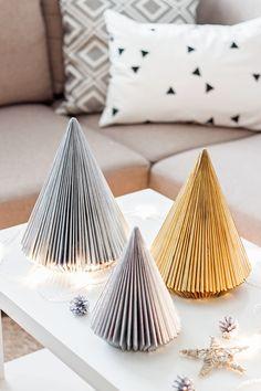 Ozdoby świąteczne DIY - choinka z gazety   Kameralna Christmas Decorations, Diy Christmas, Diy And Crafts, Table, Inspiration, Furniture, Home Decor, Blinds, Anna
