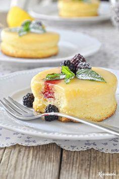 Magic lemon souffle with two coats / Lemon soufflé pudding cake Lemon Recipes, Sweets Recipes, Greek Recipes, Cooking Recipes, Dessert Party, Party Desserts, Greek Sweets, Greek Desserts, Food Network Recipes