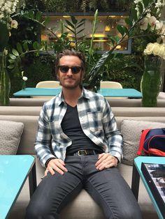 Philippe Lacheau porte les solaires #Brody #alibi.com Philippe Lacheau, Button Down Shirt, Men Casual, Mens Tops, Shirts, Fashion, Band, Moda, Dress Shirt