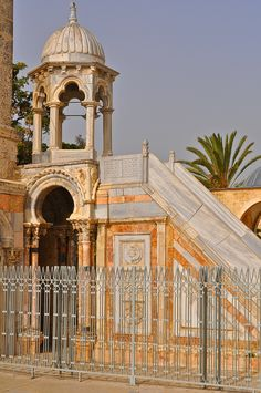 Structures in the Al Masjed al Aqsa compound Alquds Islamic Architecture, Beautiful Architecture, Art And Architecture, Islamic World, Islamic Art, Beautiful Mosques, Medieval World, Ottoman Empire, Place Of Worship