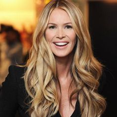 To achieve Elle Macpherson's all over hair color, first apply the following hair color formula (be sure to take your client's natural or pigmented level into consideration):  Full head Highlights and lowlights: Foils Woven medium  Highlight: Blue Naturlite Powder: 2 scoops powder , 4 scoops 20 volume crème activator.  Low light: 1st bowl  8CA (1oz)  Mix with: 20 vol developer  2nd bowl  6TO (1oz)  Mix with: 20 vol developer