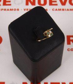 Anillo oro esmeraldas y brillantes E264075A En la joyería virtual Re-Nuevo podrás elegir y comprar tu joya de oro o plata entre una amplia exposición de impecables joyas de segunda mano a los mejores precios. Entra a verlas.