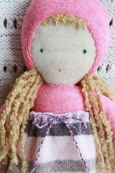 eco friendly pink wool doll - poupée de laine récupéré