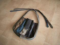 Een kortstondige hobby was het maken van tassen van stropdassen. Het resultaat: een krat vol stropdassen en een aantal - inmiddels weggegeven - hele leuke tassen.