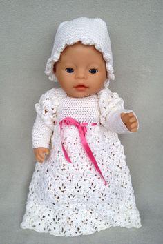 Traumhaftes Puppen-Taufkleid mit Mützchen von Marie & Mariechen auf DaWanda.com