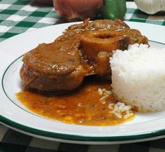 L' ossobuco  és un plat tradicional de la cuina italiana, com indica el seu nom prové de Milà tot i que s'ha popularitzat per arreu. És, ni...