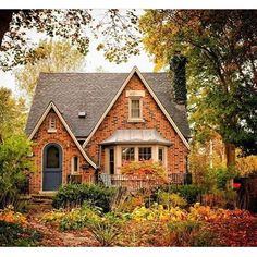 40 Best Bungalow Homes Design Ideas 36 Future House, Victorian Cottage, Victorian Terrace, Cabins And Cottages, Cottages And Bungalows, Country Cottages, Cottage Homes, Brick Cottage, Cottage Exterior