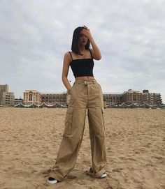 Indie Outfits, Grunge Outfits, Fashion Outfits, Ootd Fashion, Fashion Pants, Fashion Guide, Lifestyle Fashion, Fashion Wear, Fashion Trends