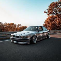 BMW E38 Bmw 740, Plane Engine, Hacker Wallpaper, Bmw Models, Sedans, Bmw Cars, Car Cleaning, Vr, Transportation