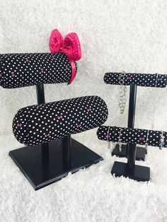 Double Row Mouse Ear Display, Necklace Display and Bracelet Display Related posts: {{ Diy Necklace Holder, Earing Holder, Bracelet Display, Jewellery Display, Headband Display, Bow Display, Organizing Hair Accessories, Boutique Hair Bows, Craft Show Ideas