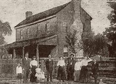 The Surrency Haunting: The Surrency family and house. In the early a Georgia family was at the center of a whirlwind of bizarre and sometimes violet poltergeist activity Creepy Stories, Ghost Stories, True Stories, Spooky Places, Haunted Places, Abandoned Places, Abandoned Buildings, Aliens, Ghost Hauntings