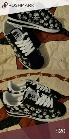 Skull shoes Size 6 more like a size 5 brand new didn't fit. Shoes Sneakers