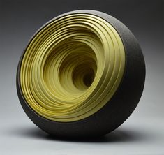 Artist Matthew Chambers builds with his hands vessels' sculptures in ceramic that he juxtaposes in several layers and with a circular movement. Without any sketches, he creates on live thanks to a potter wheel on which he puts dozens of ceramic layers to make a solid structure.