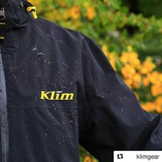 Syksyn sataisille keleille hyvä valinta on Klimin vedenpitävät Gore-tex takit ja varusteet tuotteita löytyy niin vapaa-aikaan kuin enduroonTutustu lisää sivuiltamme tai kysy asiakaspalvelustamme vinkkejä. #syksy #pukeutuminen #gore-tex #ajovarusteet #enduro #drivos_com #drive_whit_us  #Repost @klimgear  Weather the storm. The Stow Away jacket is the perfect packable piece that's always ready for anything Mother Nature throws at you. #KLIMLife
