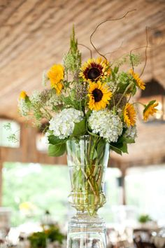 sunflower wedding centerpieces...more diff colored flowers, same concept
