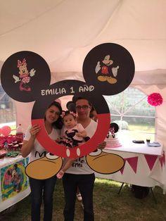 marco foto para cumpleaños minnie mouse Mickey Mouse Birthday Decorations, Mickey 1st Birthdays, Mickey Mouse Clubhouse Party, Mickey Mouse Clubhouse Birthday, Minnie Birthday, Mickey Mouse Parties, Mickey Party, Disney Parties, Birthday Kids