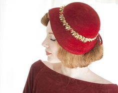 Vintage red cloche hat wool fur gold beaded trim pin 1940s