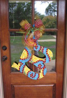 Initial Door Hanger by FreshFunkyDesigns on Etsy Letter Door Hangers, Initial Door Hanger, Initial Art, Burlap Door Hangers, Burlap Projects, Burlap Crafts, Wooden Crafts, Cool Diy Projects, Burlap Art