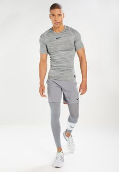 ¡Consigue este tipo de camiseta de deporte de Nike Performance ahora! Haz clic para ver los detalles. Envíos gratis a toda España. Nike Performance PRO COMPRESSION HEATHER TOP Camiseta básica vintage green/cool grey/black: Nike Performance PRO COMPRESSION HEATHER TOP Camiseta básica vintage green/cool grey/black Deporte | Material exterior: 70% poliéster, 23% nylon, 7% elastano | Deporte ¡Haz tu pedido y disfruta de gastos de enví-o gratuitos! (camiseta de deporte, sports shirt, d...