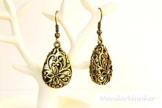 orientalische Ohrhänger aus filigranen, bronzenen Tropfenperlen.