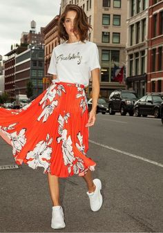 with orange floral midi skirt and white sneakers. How to wear white sneakers. look with orange floral midi skirt and white sneakers. How to wear white sneakers. Modest Clothing, Modest Outfits, Skirt Outfits, Modest Fashion, Trendy Outfits, Cool Outfits, Fashion Outfits, Skirt Fashion, Fasion