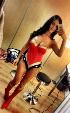 Wonder Woman (New by Emma Glover Dc Cosplay, Cosplay Girls, Cosplay Costumes, Wonder Woman Cosplay, Super Hero Costumes, Inspiration For Kids, Geek Girls, Supergirl, Girl Photos