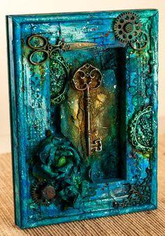Trochę magicznie ;) pobawiłam się mediami, fakturami i oto efekt :) Piękne metalowe elementy - klucz, naroż...
