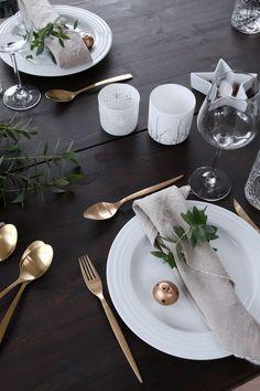 arranjos de natal para mesa simples talheres dourados