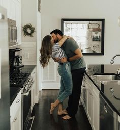 engagement photo shoot at home that'll to melt your heart Engagement session in the kitchen - Adorable engagement photo shoot at home Photo Couple, Couple Shoot, Cute Couples Goals, Couple Goals, Adorable Couples, Lifestyle Photography, Couple Photography, Photography Styles, Engagement Photography