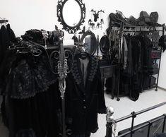 Ideas For Open Closet Black Gothic Room, Gothic House, Black Wardrobe, Walk In Wardrobe, Goth Bedroom, Goth Home Decor, Gothic Fashion, Dark Fashion, Alternative Fashion