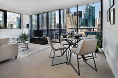 Bella Apartments is located in the heart of thriving Southbank, just minutes away from the bustling Melbourne CBD.