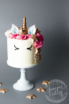 The latest cake decorating trend? These beyond-adorable unicorn cakes!