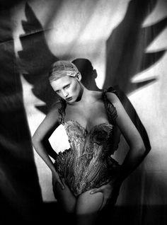 The Great Illusion Vogue Italia - Lara Stone - Paolo Roversi