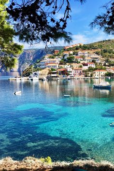 From the capital it goes back to the islands of Greece, this time to Kefalonia, in the small coastal village Assos in the northwest of the island. Beautiful Places To Visit, Cool Places To Visit, Places To Travel, Places To Go, Europe Destinations, Amazing Destinations, Hotel Am Strand, Greek Islands To Visit, Travel Aesthetic