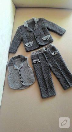 crochet dress outfits rg erkek bebek takmlar minik ocuklar iin rg pantolon, cepken yelek ve rg ceketten oluuyor. bebek rgleri, anlatml rg videolar, t ii, amigurumi. Baby Knitting Patterns, Baby Boy Knitting, Baby Patterns, Knitting Ideas, Crochet Pattern, Knitted Baby Outfits, Knitted Baby Clothes, Baby Boy Suit, Baby Pants